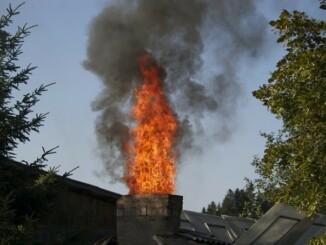 Kaminbrand darf man als Hausbesitzer aber auf keinen Fall unterschätzen. - Foto: pixabay.com/kummod/CCO