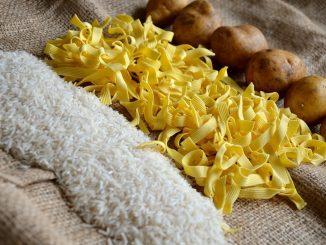 Die Lebensmittelmotte von der etwas bekannteren Kleidermotte zu unterscheiden, ist leicht. - Foto: pixabay.com/condesign/CCO