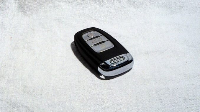 kann man die batterie im autoschl ssel selbst wechseln alltagstipp. Black Bedroom Furniture Sets. Home Design Ideas