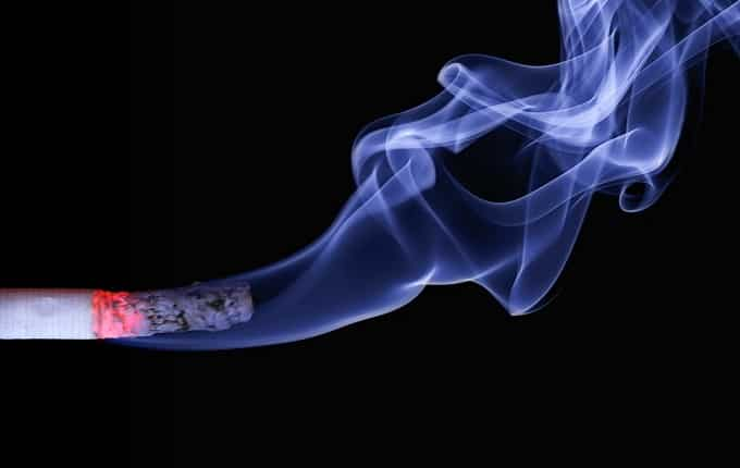Wer in der Wohnung raucht, muss auch mit unangenehmem Nikotingeruch rechnen. - Foto: pixabay.com/realworkhard/CCO