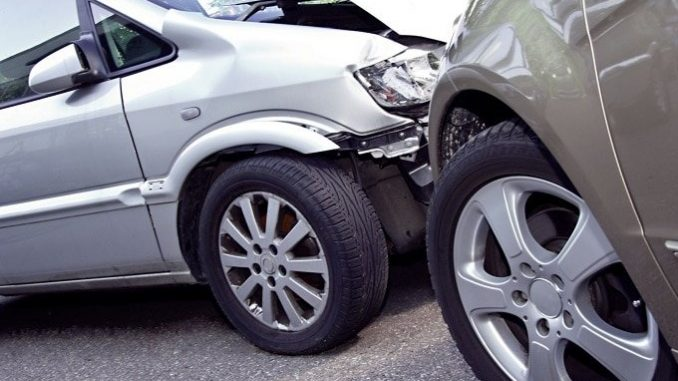 Wer in einen Unfall im Straßenverkehr verwickelt wird, befindet sich in einer Stresssituation. Dennoch sollte man versuchen, möglichst umsichtig zu handeln. - Foto: djd/Itzehoer Versicherungen /MEV Verlag GmbH