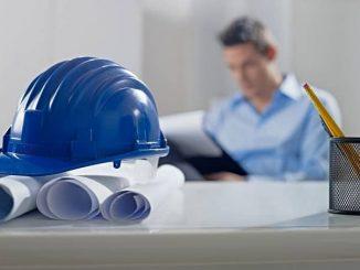 Durch eine Bauherren-Haftpflichtversicherung beispielsweise können Bauherren die teilweise großen Risiken absichern, die sich bei einem Hausprojekt zwangsläufig ergeben. - Foto: djd/Schutzgemeinschaft für Baufinanzierende/shutterstock