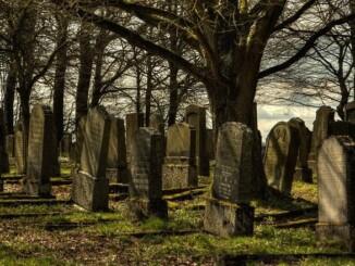 Der teure Tod: Grabnutzungsgebühren steigen um bis zu 374 Prozent. - Foto: pixabay.com/ju-dit/CCO