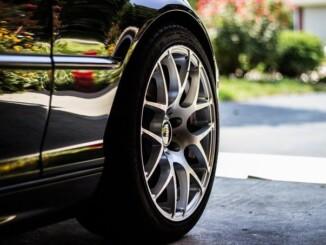 Reifenwechsel kann man sogar selbst machen und muss keine Werkstatt aufsuchen. - Foto: pixabay.com/Unsplash/CCO