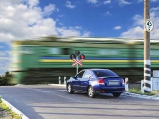 Gefahrenquelle Bahnübergänge - die wichtigsten Regeln. - Foto: dmd/thx
