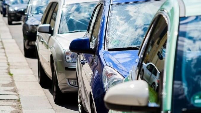 Eine Kfz-Haftpflichtversicherung muss kraft Gesetz jeder Fahrzeughalter haben. - Foto: pixabay.com/nile/CCO