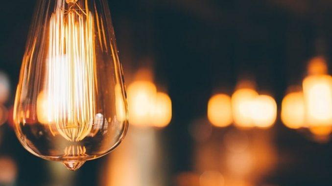 Bald kommt sie wieder ins Haus geflattert, die jährliche Stromabrechnung. - Foto: pixabay.com/Unsplash/CCO