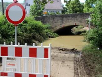 Für Hausschäden durch Überschwemmungen kommen Versicherungen nur auf, wenn der Vertrag auch Elementargefahren eingeschlossen hat. - Foto: djd/www.DEVK.de