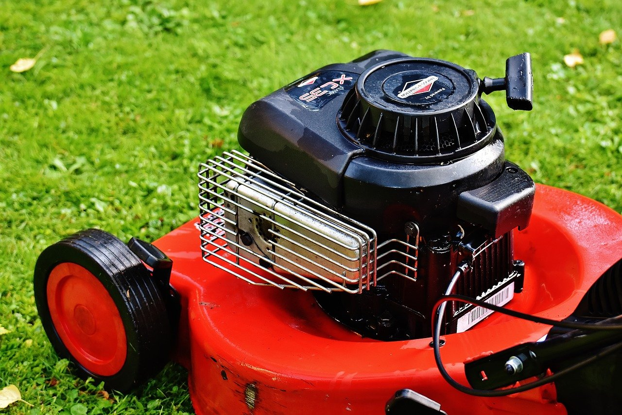 Regelmäßigen Rasenmähen ist die Voraussetzung für einen gesunden und gepflegten Rasen. - Foto: pixabay.com/Alexas_Fotos/CCO