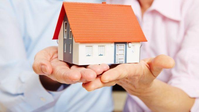 Um sein Kapital in einer Eigentumswohnung effektiv anzulegen, sind nicht viele Schritte zu erledigen. - Foto: Kneschke / Fotolia.com