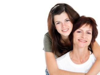 Die Veranlagung für Kopfschmerzen oder Migräne kann von Müttern an ihre Töchter vererbt werden. Wie schwer die Beeinträchtigung ist, hängt von der Ausprägung ab. - Foto: djd_michaeljung shutterstock.com