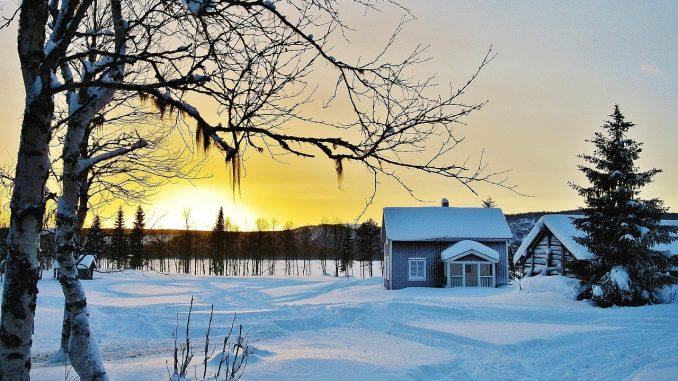 Im Herbst sollten Hausbesitzer ihre Immobilie noch einmal gründlich unter die Lupe nehmen, denn der nahende Winter setzt auch Gebäuden zu. - Foto: pixabay.com/h-egon/CCO