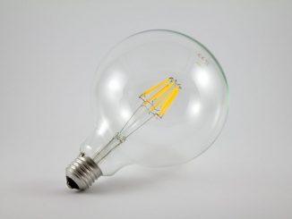 Für einen 2-Personenhaushalt wird ein jährlicher Stromverbrauch von 3.000 bis 3.500 Kilowattstunden (kWh) im Durchschnitt verbraucht.