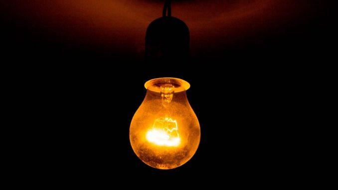Seit dem Jahr 2000 kennen die Strompreise nur eine Richtung und der Strompreis steigt stetig immer weiter an.