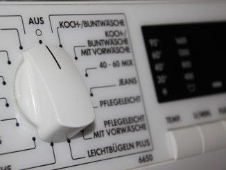 Bevor im Falle alter Geräte mit abgelaufener Garantie gleich ein Neukauf in Betracht gezogen wird, lohnt die Recherche nach Möglichkeiten, den Schaden selbst zu beheben. - Foto: pixabay.com/bierfritze/CCO