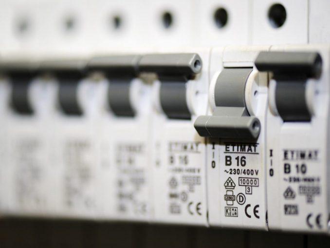 Wenn immer mehr Verbraucher regelmäßig den Stromanbieter wechseln, würde der Wettbewerb unter den Stromversorgern viel härter werden.