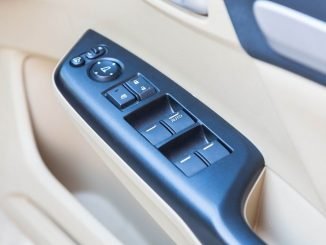 Ohne Einklemmschutz können elektrische Fensterheber für Kinder lebensgefährlich sein. - Foto: dmd/thx