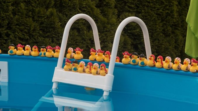 Bevor Sie sich jedoch einen Pool kaufen, sollten Sie sich im Vorfeld über einige wesentliche und wichtige Dinge klar werden. - Foto: pixabay.com/hrohmann/CCO