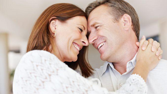 Ein vertrauensvolles Verhältnis zum Partner ist wichtig, wenn im Liebesleben Probleme auftauchen. - Foto-djd/Kadefungin/Getty