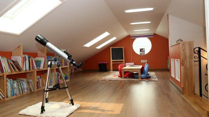 Gut Schlafzimmer Unterm Dach: Tipps Zur Idealen Gestaltung. Für Ein  Dachgeschoss Eignen Sich Vor Allem Helle Farbtöne, Die Das Zimmer  Weitläufiger Und Offener