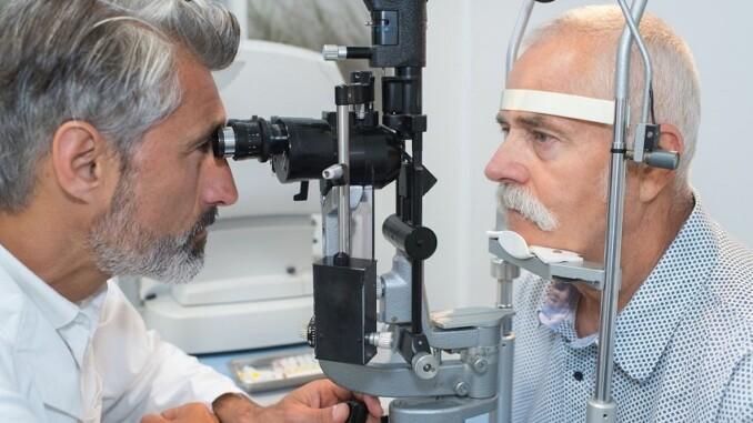 Oft werden Diabeteserkrankungen erst bei einer Untersuchung vom Augenarzt festgestellt, wenn bereits Folgeschäden eingetreten sind. - Foto: djd/Wörwag Pharma/COLOURBOX
