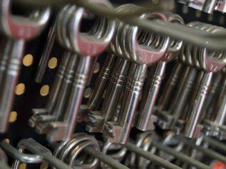 Leider hört man immer wieder von Schlüsseldienst Abzocke und hat dadurch durchaus berechtigt Angst davor. - Fot: pixabay.com/rhein28/CCO