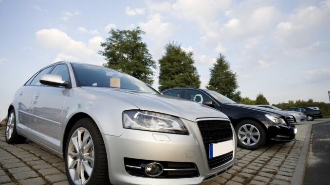 Kaufgegenstand ist das Auto, auf das sich die übergebenen Dokumente beziehen. Es muss also die Fahrgestellnummer aus den Papieren mit denen auf dem Fahrzeug zusammen stimmen. - Foto: pixabay.com/andreas160578/CCO