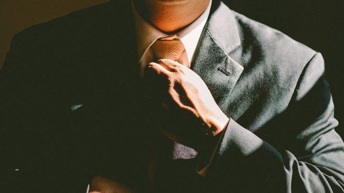"""Business Basic, Business Casual oder Casual? Ein striktes """"richtig"""" oder """"falsch"""" gibt es nicht, wenn man nach dem passenden Outfit sucht. - Foto: pixabay.com/Free-Photos/CCO"""