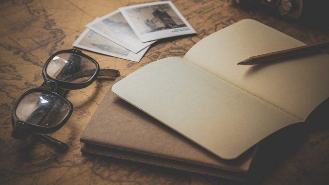 Ein genauer Blick auf die klein geschriebenen, seitenlangen Geschäftsbedingungen lohnt sich, um mögliche Fallen wie zum Beispiel eine nachträgliche Preiserhöhung des Reiseveranstalters rechtzeitig aufzudecken. - Foto: pixabay.com/DariuszSankowski/CCO