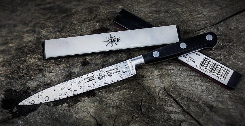 Schneidebretter aus Marmor, Glas oder Edelstahl machen deine Messer schneller stumpf als die Schneideunterlagen aus Holz oder Kunststoff. - Foto: pixabay.com/Pexels/CCO