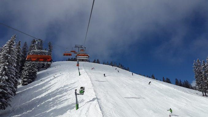 Wie bei jeder anderen Sportart fördert auch das Skifahren das mentale Wohlbefinden und die Umwelt kann Ihnen helfen, sich mit der Natur zu verbinden. - Foto: pixabay.com/Simon/CCO