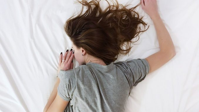 Um auch in der dunklen Jahreszeit gesund zu bleiben, spielen Schlaf und regelmäßige Auszeiten eine entscheidende Rolle. - Foto: pixabay.com