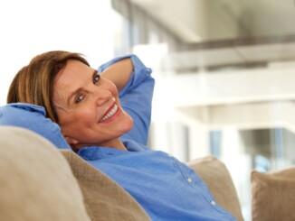 Mit einer geeigneten, individuell angepassten Therapie lassen sich Wechseljahresbeschwerden meist gut in den Griff kriegen.