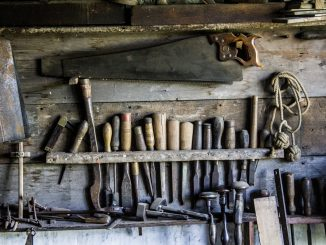 Bei der Organisation der eigenen Werkstatt kommt der Ordnung und Organisation eine tragende Rolle zu. - Foto: pixabay.com/Free-Photos